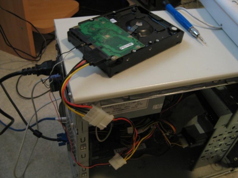 Liitäntä tietokoneeseen